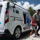El nuevo vehículo autónomo Ford Transit Connect entrega de alimentos a domilicilio