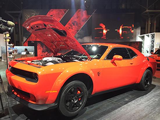 De acuerdo con Dodge, el Demon está equipado con motor V8 más potente fábrica de producción del mundo, capaz de impulsar el coche a 0-60 en 2,3 segundos.
