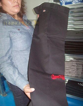 Pantalos con la marca de West Coast Customs