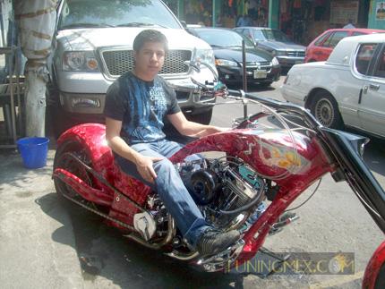 Oscar Quijas Luna, Beey Motorcycle empresa mexicana fabricante de motos custom