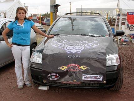 Mónica San Juan comenta que no ha sido difícil que desde pequeña ha tenido acercamiento con los autos y que por ello le comenzó a llamar la atención el modificarlos