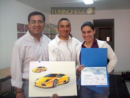 Matías Velazquez, Víctor Manuel González, alumno, Yenika Castillo del área académica de Rigoletti Casa de Diseño