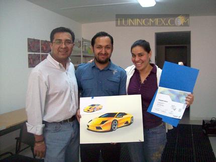 Matías Velazquez, Ignacio Servin, alumno, Yenika Castillo del área académica de Rigoletti Casa de Diseño