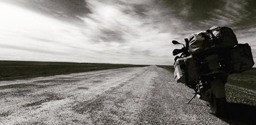 """Photo of """"Living to ride"""" en el Salón Internacional de la Motocicleta"""
