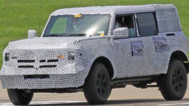 Photo of Ford Bronco, cuatro puertas, camuflaje pesado en el techo y la parte trasera
