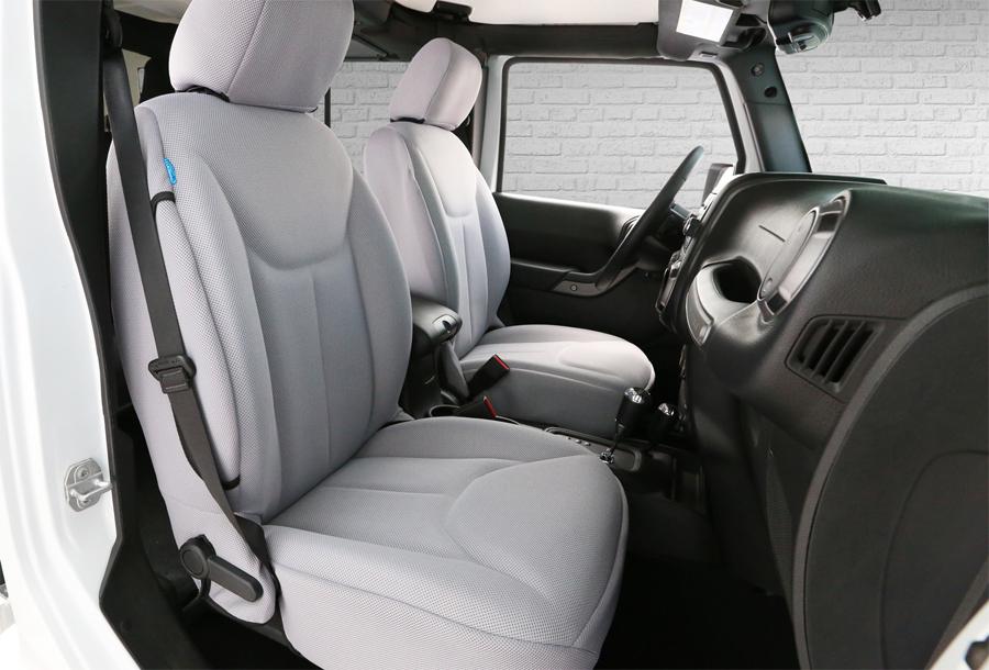 Photo of Presenta Coverking® primeras cubiertas de asiento moldeadas que coinciden con el cojín del asiento de fábrica