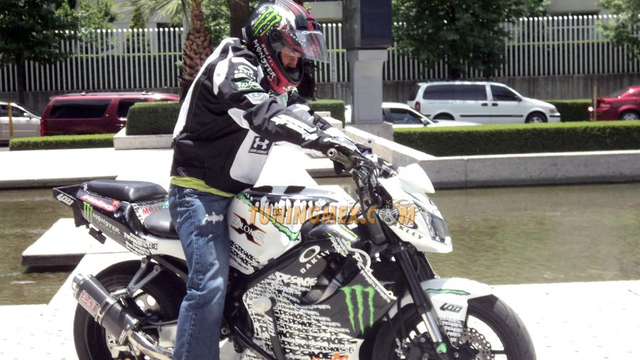 Photo of Raúl Falomir, un experto acróbata de motocicleta