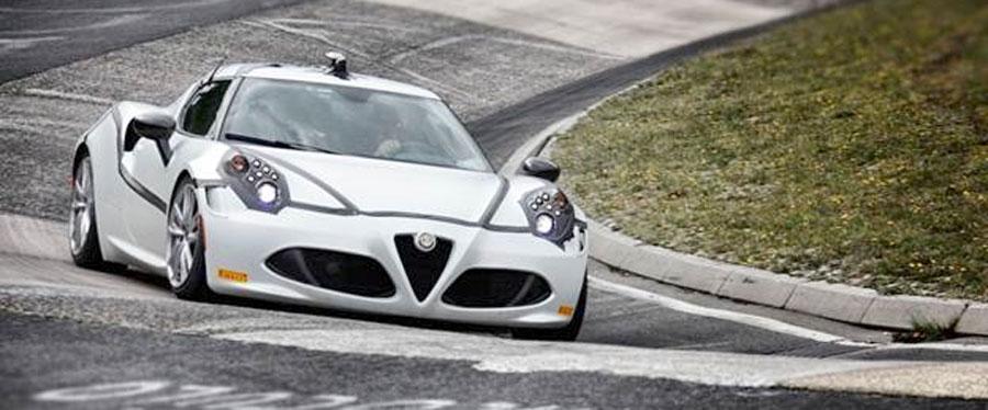 Photo of El Alfa Romeo 4C completa el Nürburgring en un tiempo récord de ocho minutos y cuatro segundos