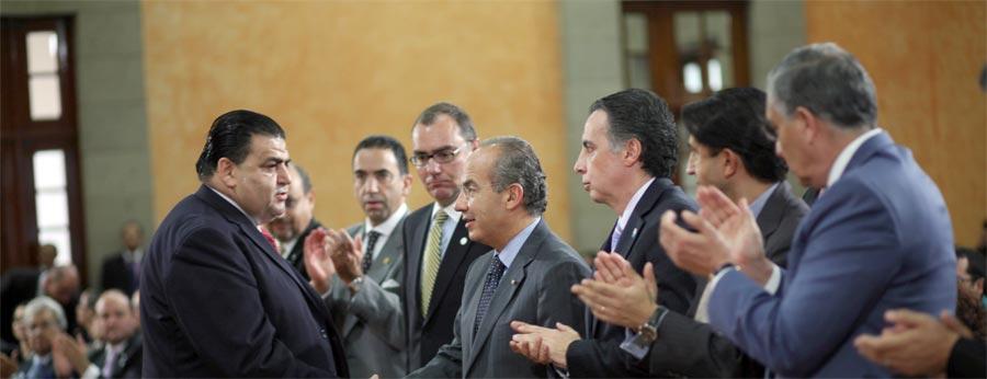 Photo of Anunció Calderón la eliminación total de la tenencia vehicular en 2012