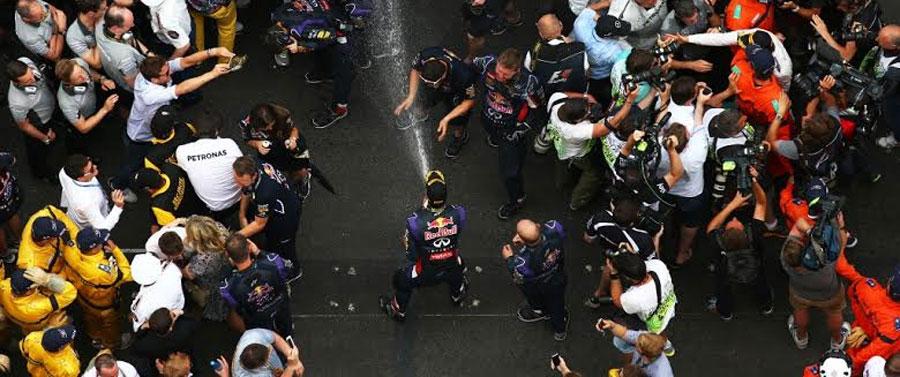 Photo of Daniel Ricciardo alcanza el segundo podio de manera consecutiva