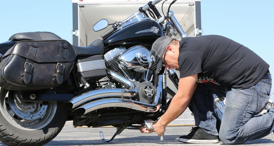 Photo of Biker Bar rápidamente asegura Harley-Davidson a los remolques sin correas, cuñas o soportes permanentes