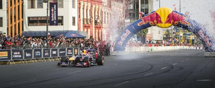 Photo of Infiniti Red Bull Racing y Daniel Ricciardo calientan motores en el Zócalo capitalino para el Gran Premio de Fórmula 1 en México