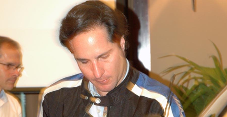 Photo of El piloto mexicano Mario Domínguez, apoya el uso de la motocicleta