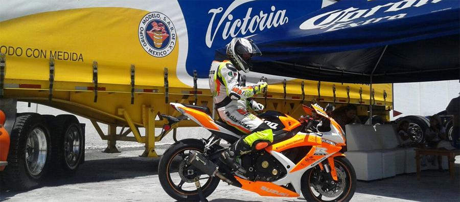 Photo of Mike Rico, piloto oficial de la marca Corona a nivel Nacional