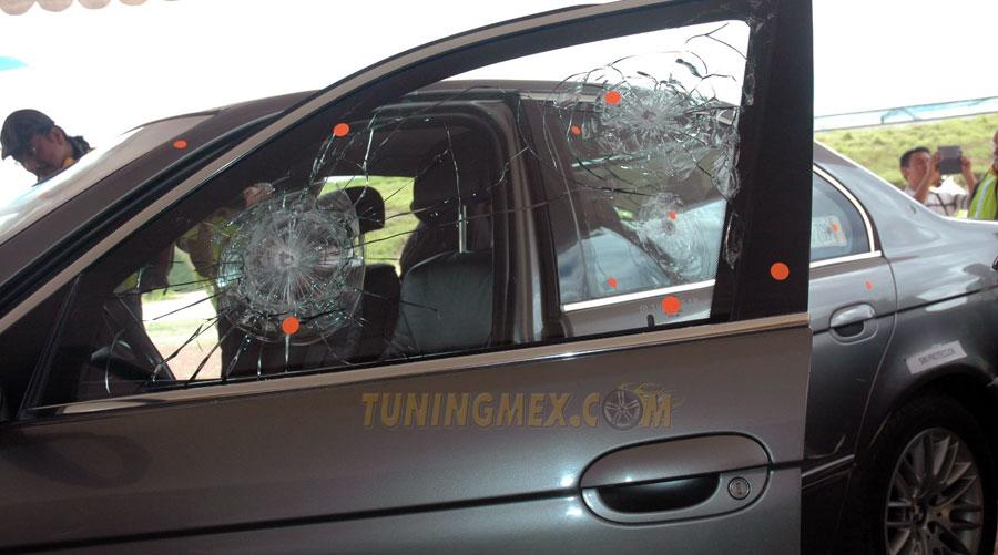 Photo of Por primera vez hacen prueba de balística en auto blindado ante medios de comunicación